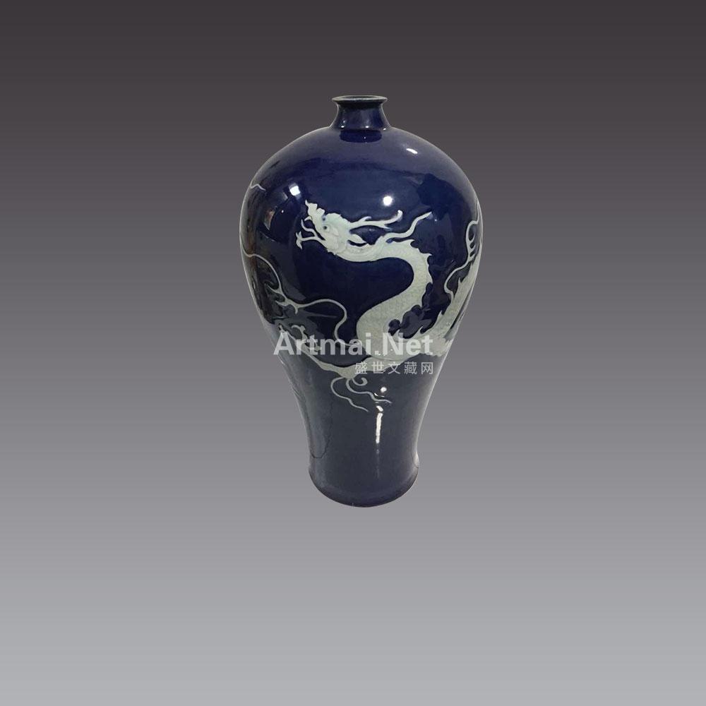 元霽蓝釉白龙戏珠梅瓶